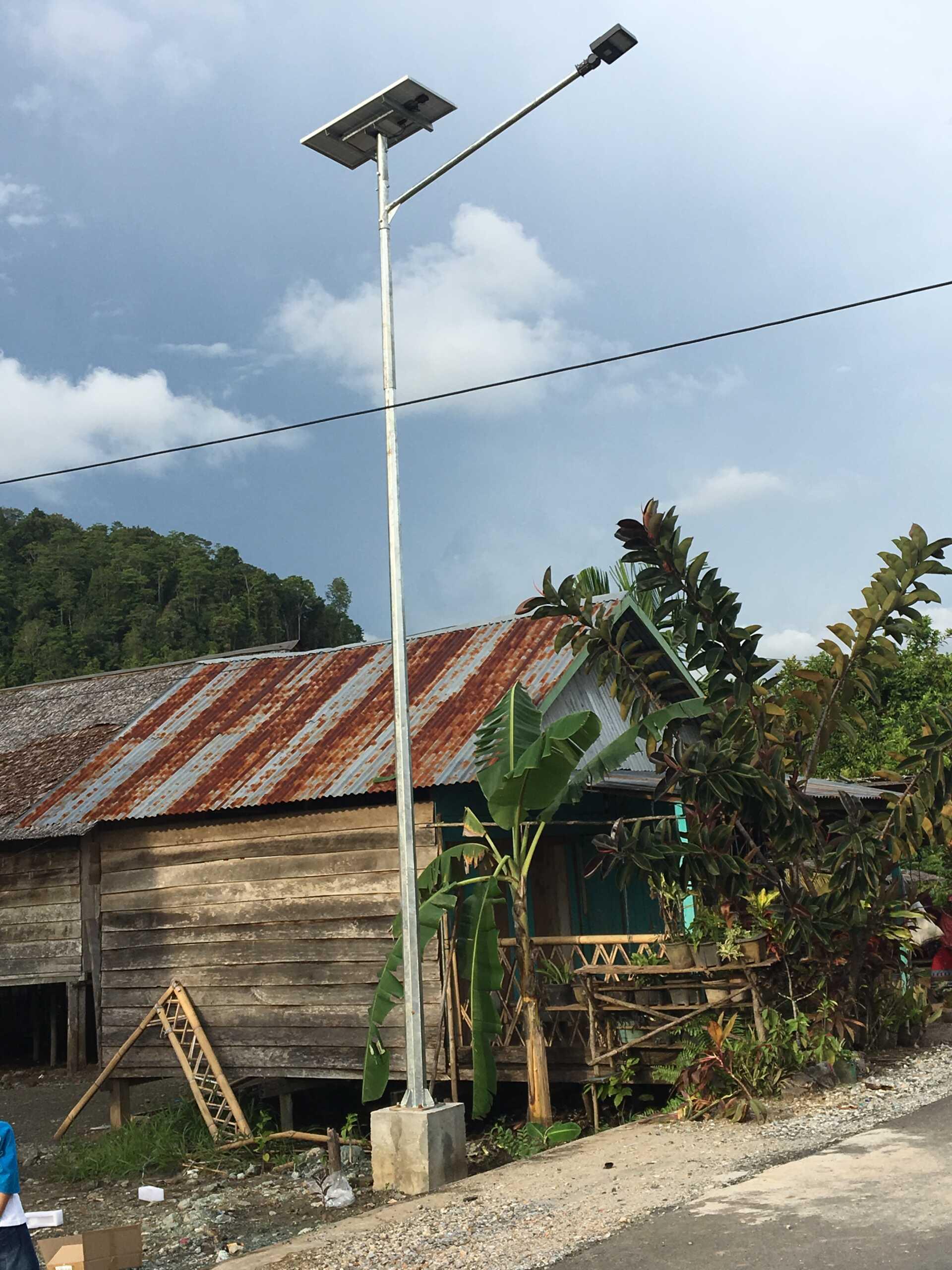 Penerangan Jalan Umum Tenaga Surya (PJUTS) di Luwu Timur