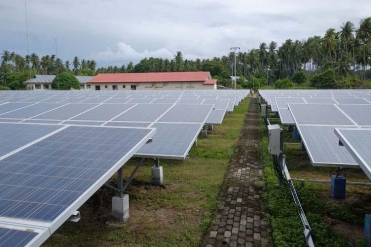 Panel surya di PLTS Daruba