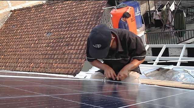 manfaat panel surya dalam kehidupan sehari-hari dan usaha